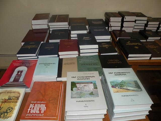 Մայր բուհը մասնաճյուղին նվիրեց ավելի քան հարյուր անուն գիրք